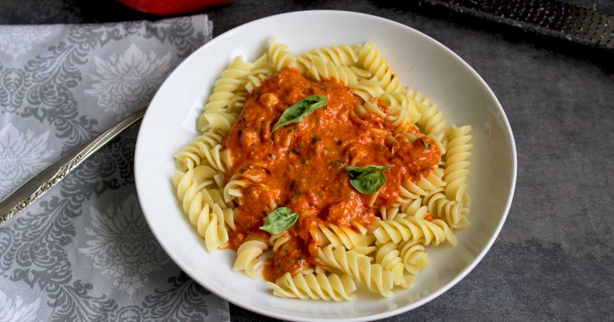 Creamy roasted red pepper pesto pasta